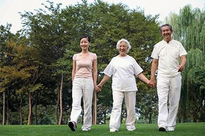 Chăm sóc người già là trách nhiệm của thế hệ trẻ